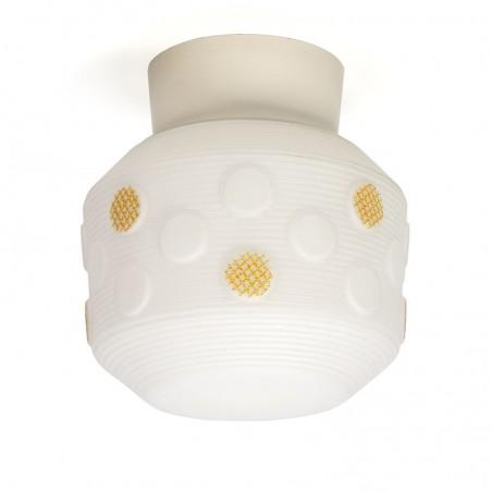 Plafondlamp vintage jaren vijftig met geel detail