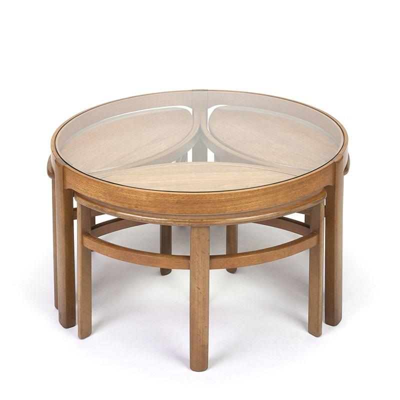 Vintage glazen salontafel met kleine nesttafels