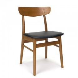 Deense vintage eettafel stoel met rugleuning in teak