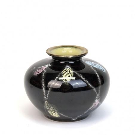 Klein zwart vintage miniatuur vaasje