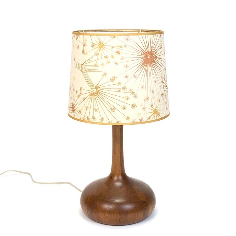 Deense vintage tafellamp in teak met originele kap