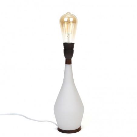 Deense vintage tafellamp met wit glazen voet