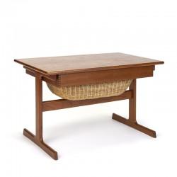 Bijzet/ naaigerei tafel in teak vintage design van Kai