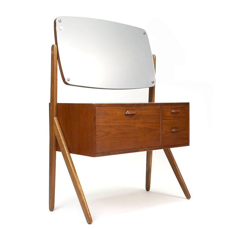 Deense vintage kaptafel met grote kantelbare spiegel