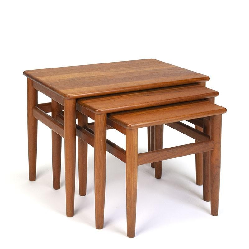 Set Deense vintage design nesttafels in teakhout