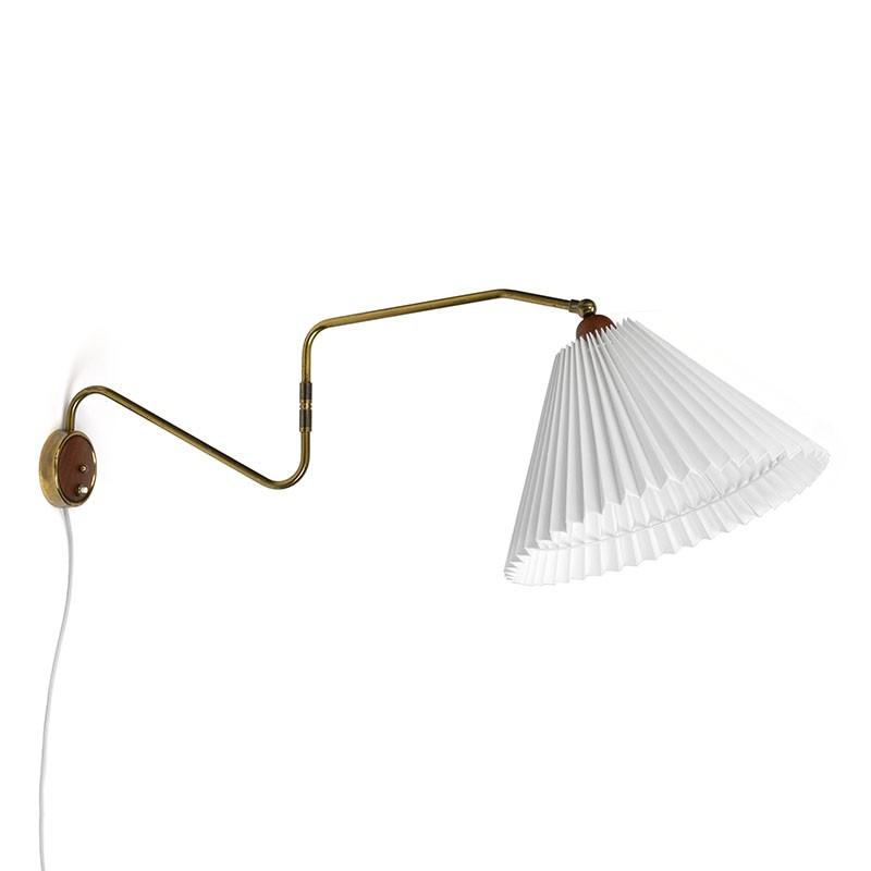 Deense vintage wandlamp met messing en teak detail