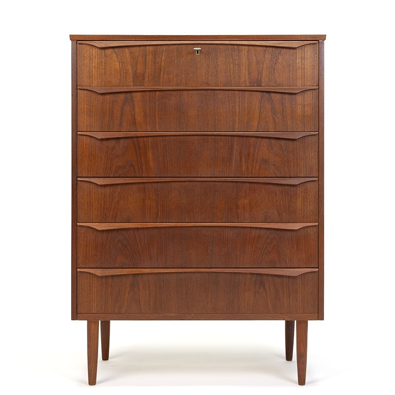Danish vintage chest of drawers with stylishly shaped handle