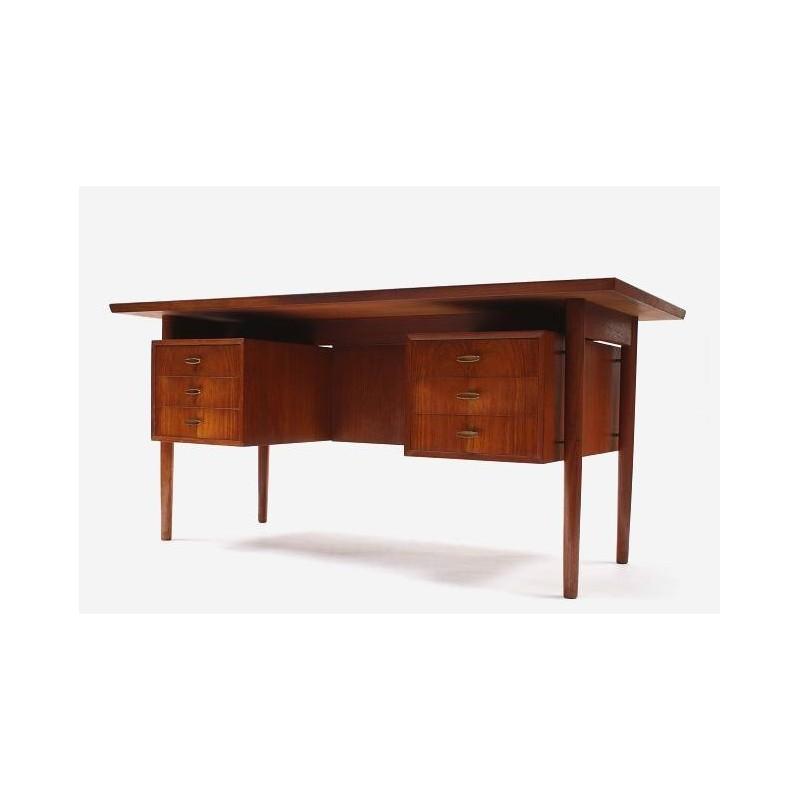Large teak desk from Scnadinavia