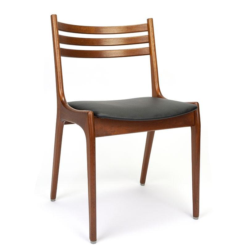 Vintage chair design Henning Kjaernulf