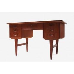 Teak desk from Scnadinavia no.1