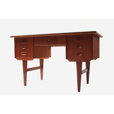 Teak desk from Scnadinavia no.1