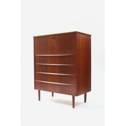 Chest of drawers with bar space