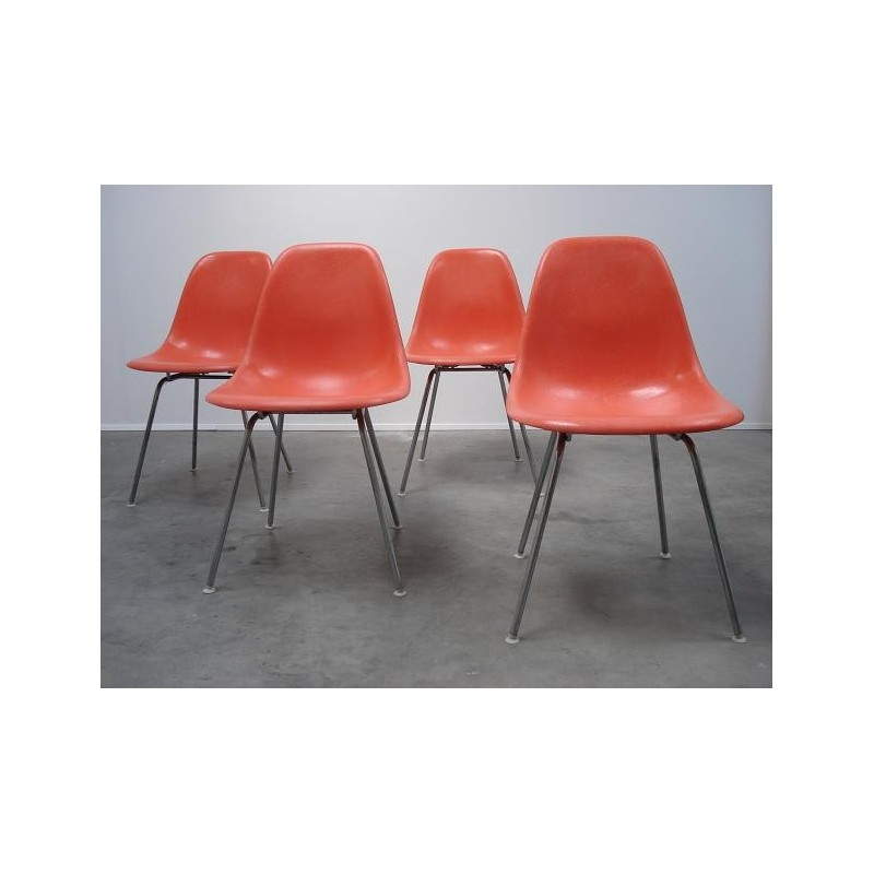 4 DSX- stoelen van Eames