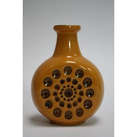 Gele aardewerken vaas