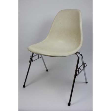 Eames DSS chair in white