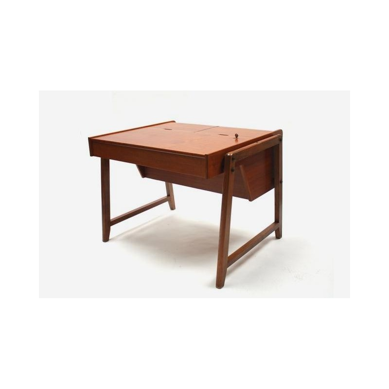 Luxury desk in teak