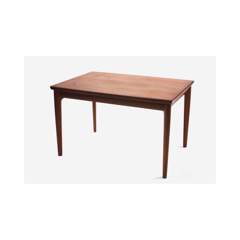Hennins Kjaernulf dining table