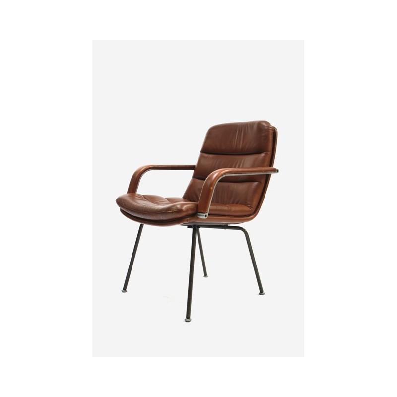 Bruine Artifort stoel ontwerp Geoffrey Harcourt