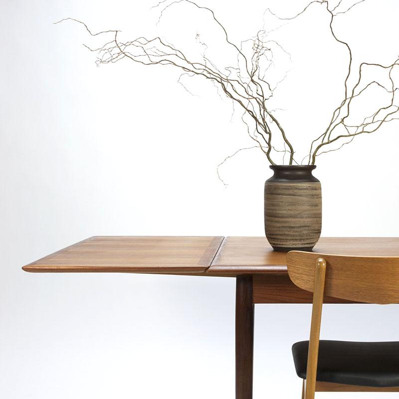 Vintage eetkamerslet met stoelen Deens design
